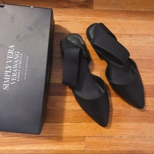Simply Vera Wang pointy black ankle strap flats ❤️